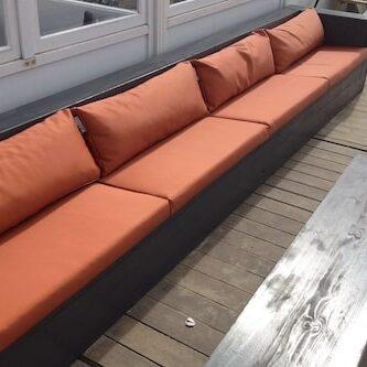 rode loungekussens met waterafstotende stof